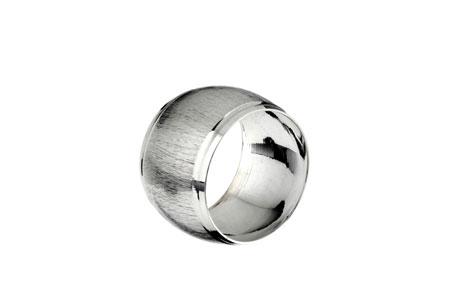 rond serviette métal argent
