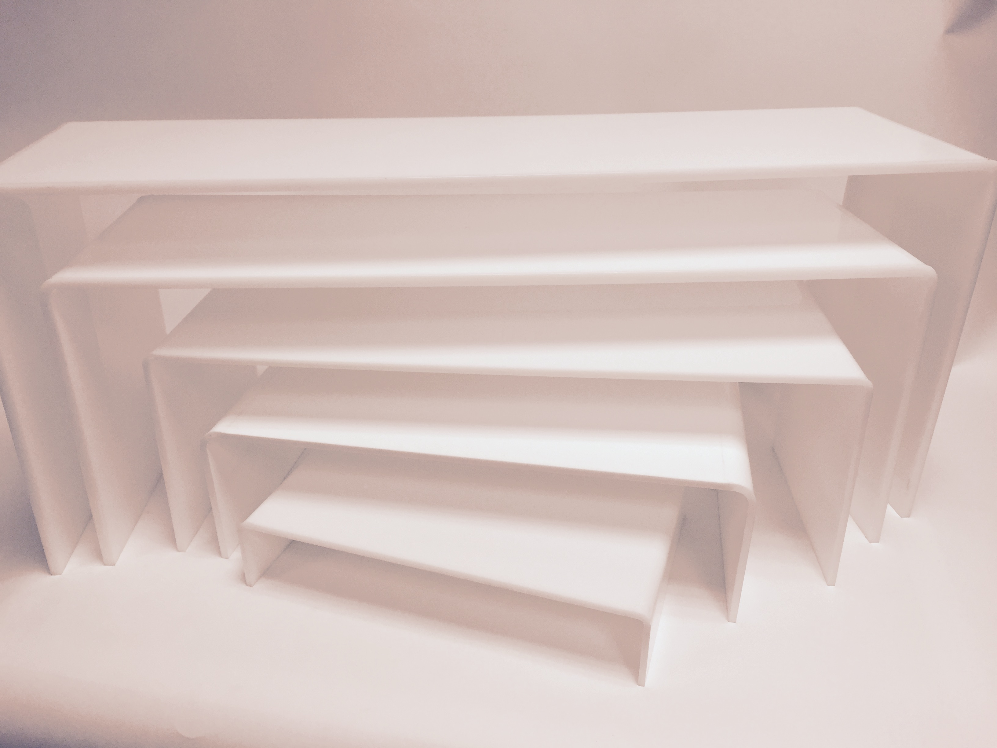 rehausses gigognes plexi blanc set de rehausses with table gigogne plexiglas. Black Bedroom Furniture Sets. Home Design Ideas